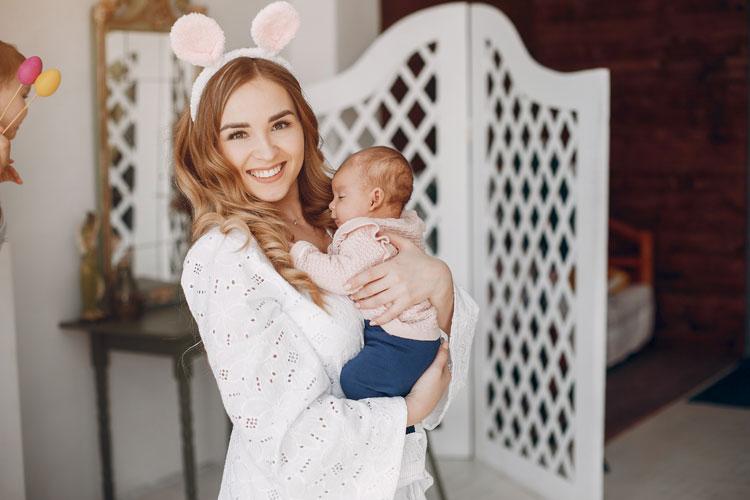 Manfaat Menggendong Bayi