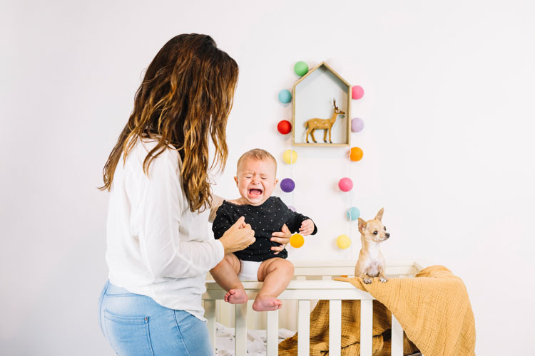 Penyebab Bayi Menangis Tengah Malam
