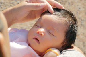 6 Tips Menjemur Bayi Dengan Aman