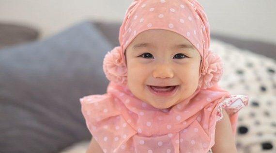 62+ Rangkaian Nama Bayi Perempuan Islami Yang Cantik & Arti