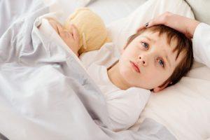 7 Cara Agar Anak Tidak Rewel Saat Sakit