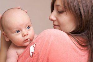 Cara Efektif Mengatasi Bayi Muntah Akibat Masuk Angin